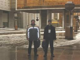 Роман и Сергей во дворе конференц-зала